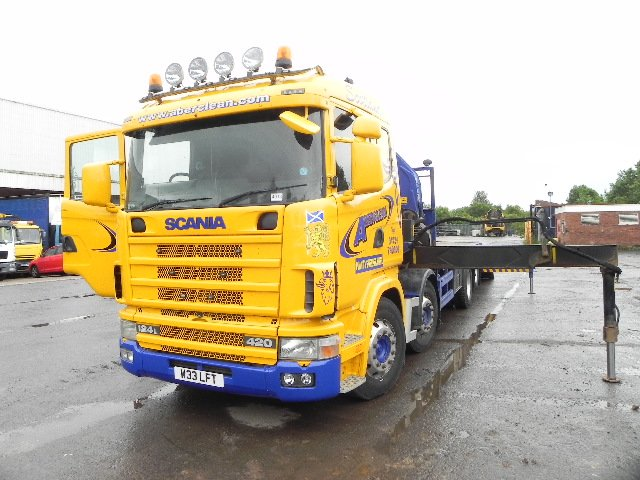 2003 SCANIA R420, 6X2 FLATBED LOADER WITH CRANE - W33 LFT
