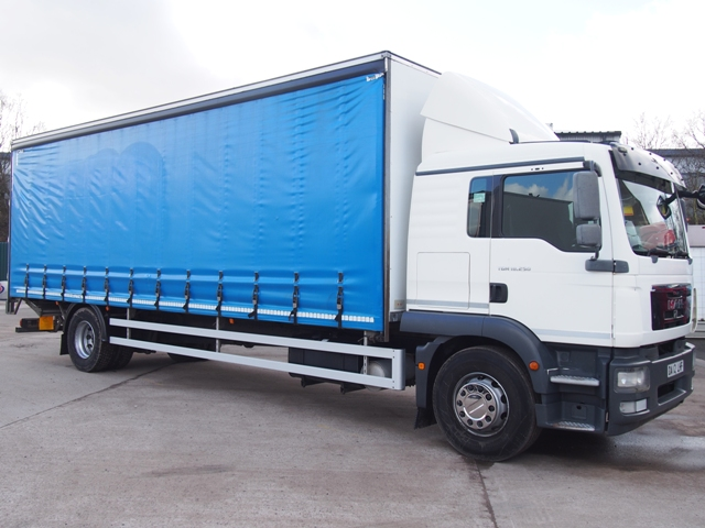 2012,12 reg MAN TGM 18.250 Sleeper 28 Foot Curtain c/w Taillift