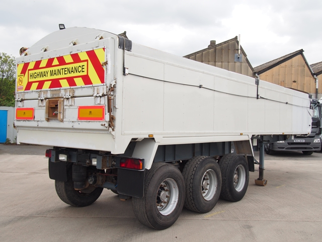 2000 United Triaxle Tipping Trailer