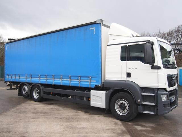 2016,16 reg MAN TGS 26.320 Sleeper 28 Foot Curtain c/w Taillift