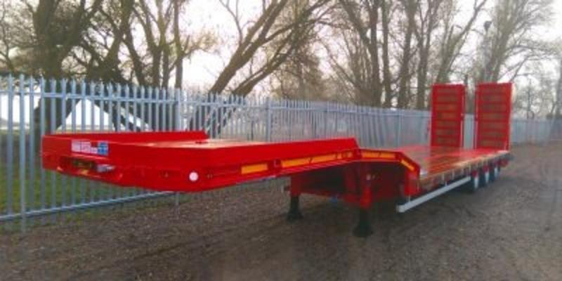 NEW DENNISON TRI-AXLE DROP FRAME EASYNECK MACHINERY CARRIER