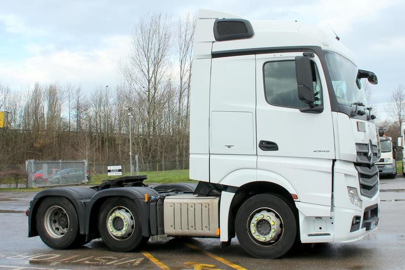 YB14 DXK - Mercedes 44T Tractor Unit **Euro 6**