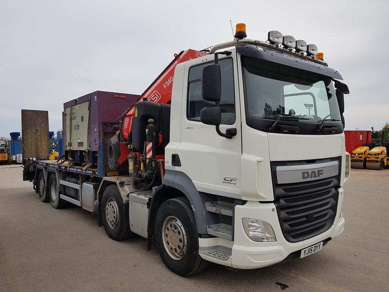 2015 DAF CF 32T Cheese-Wedge Fitted with a FASSI F560RA.2.24 Crane