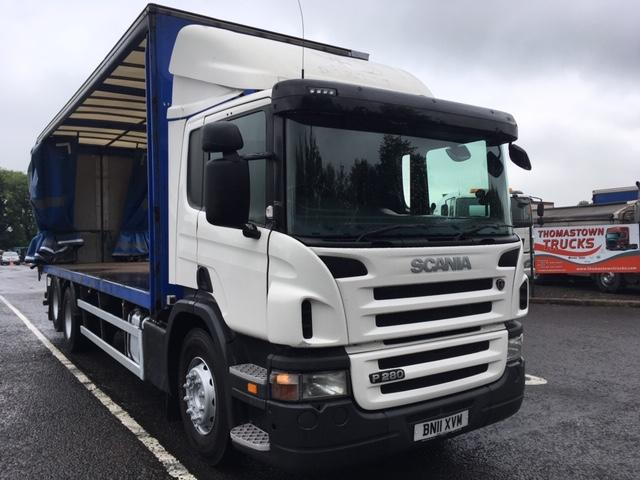 2011 SCANIA P280 6X2 TWIN WHEEL 25FT CURTAINSIDE BODY FITTED WITH MOFFETT MOUNTY EQUIPMENT
