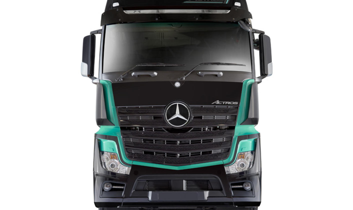 new actros 1 is the driver 39 s mercedes benz of choice. Black Bedroom Furniture Sets. Home Design Ideas