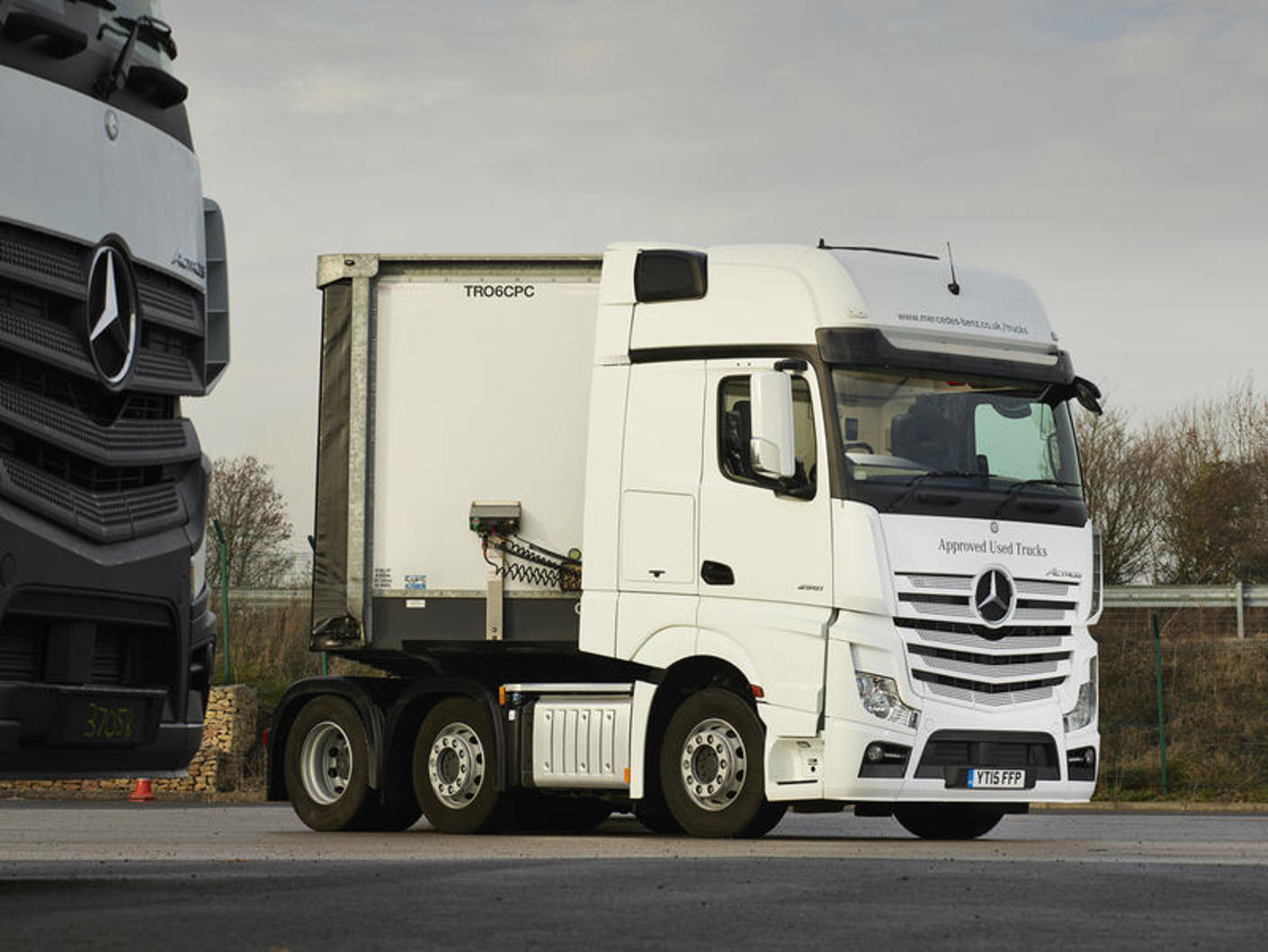 Mercedes benz actros 2551 used truck road test review for Mercedes benz commercial trucks