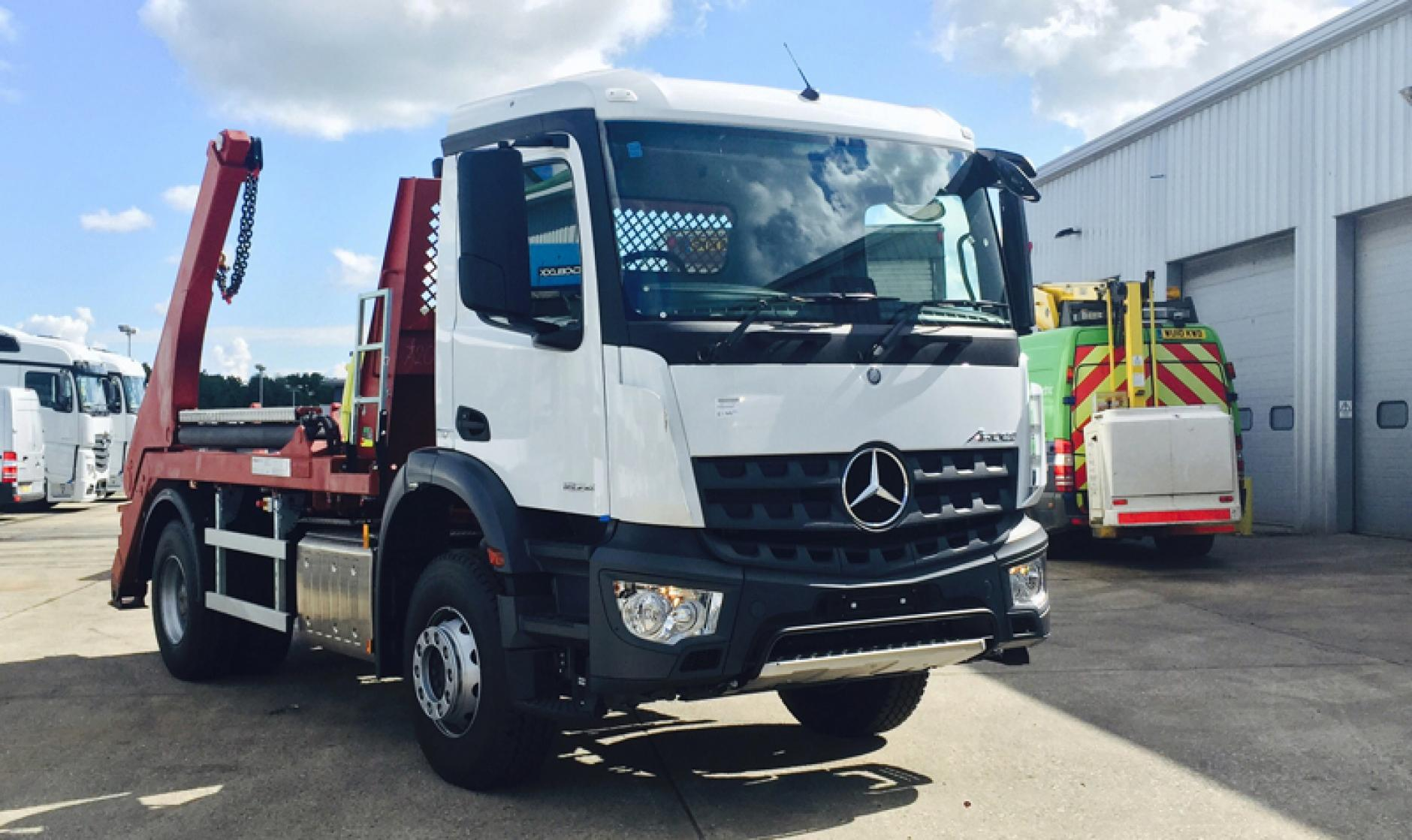 Commercial motor 39 s truck of the week a new 4x2 mercedes for Commercial motor used trucks