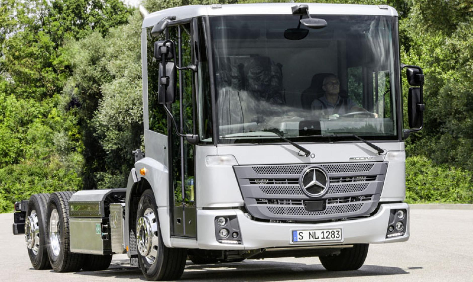 Mercedes benz new econic tractor in uk in time for for Mercedes benz christmas commercial