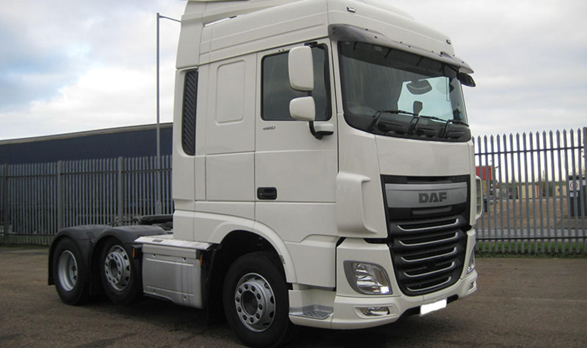 Deal Of The Week 2014 Daf Xf 6x2 Tractor Unit With Space