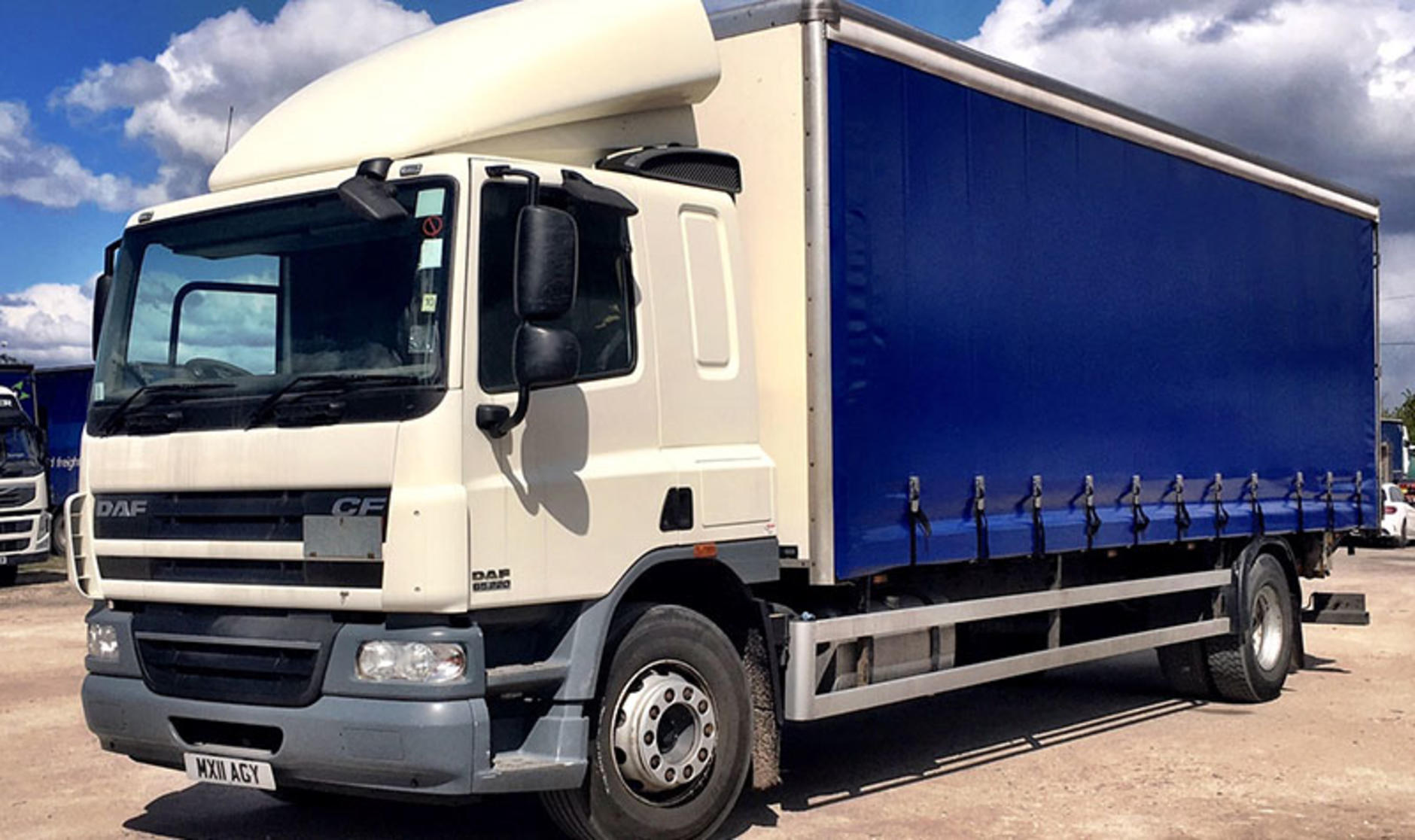 Commercial motor s used truck of the week 2011 daf cf 4x2 for Commercial motor used trucks