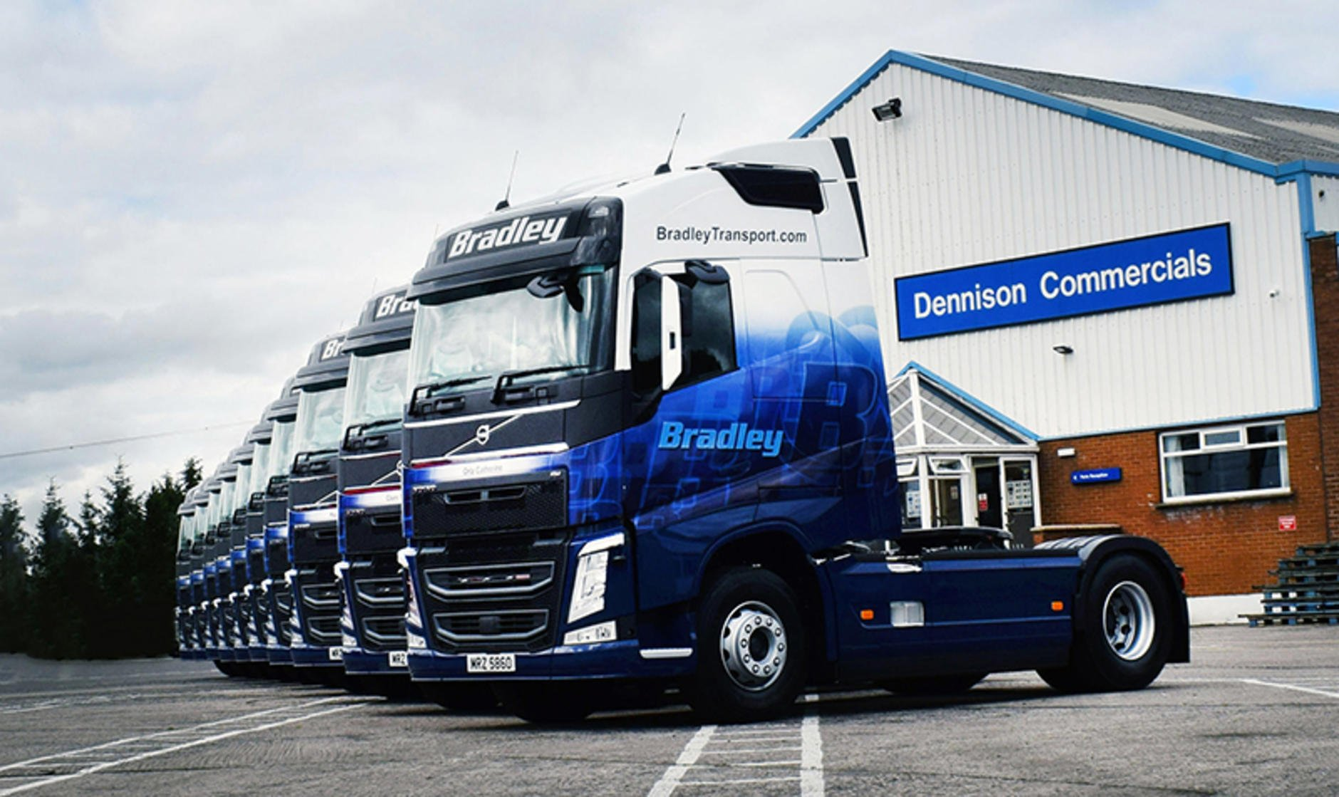 10 new volvo fh 460 4x2 globetrotters for bradley. Black Bedroom Furniture Sets. Home Design Ideas