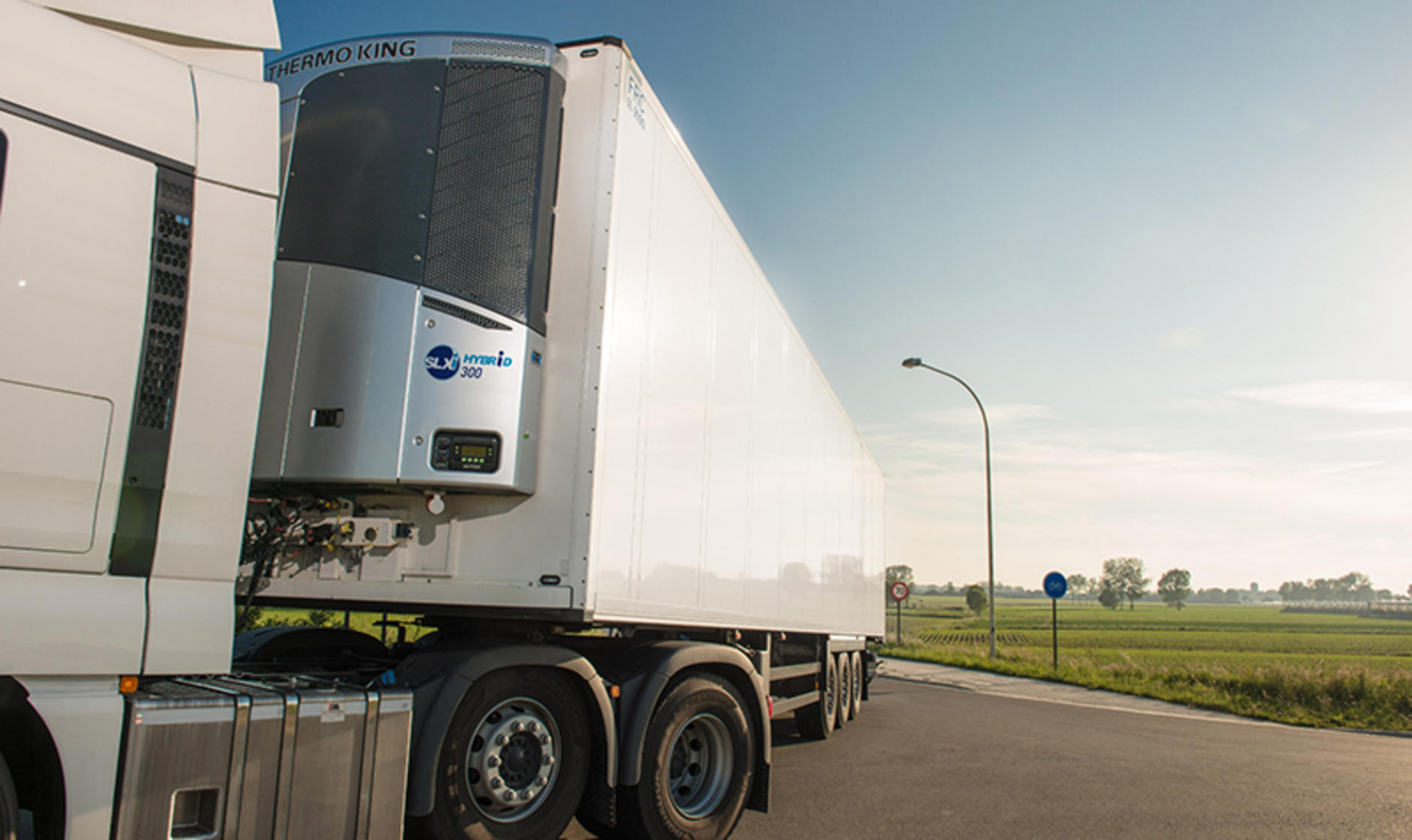 Thermo King hybrid drive refrigerated trailer hits the