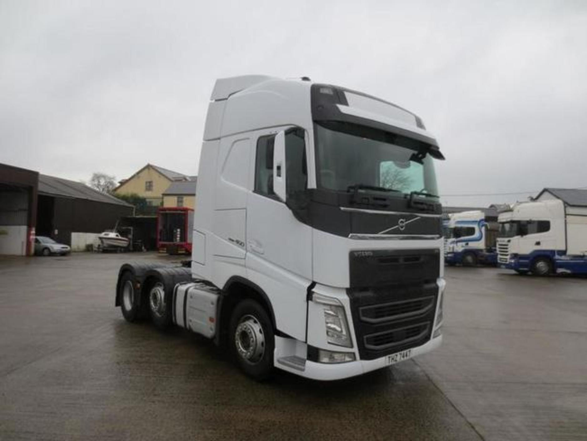 Euro-6 2015 Volvo FH 460 Globetrotter 6x2 mid-lift tractor ...