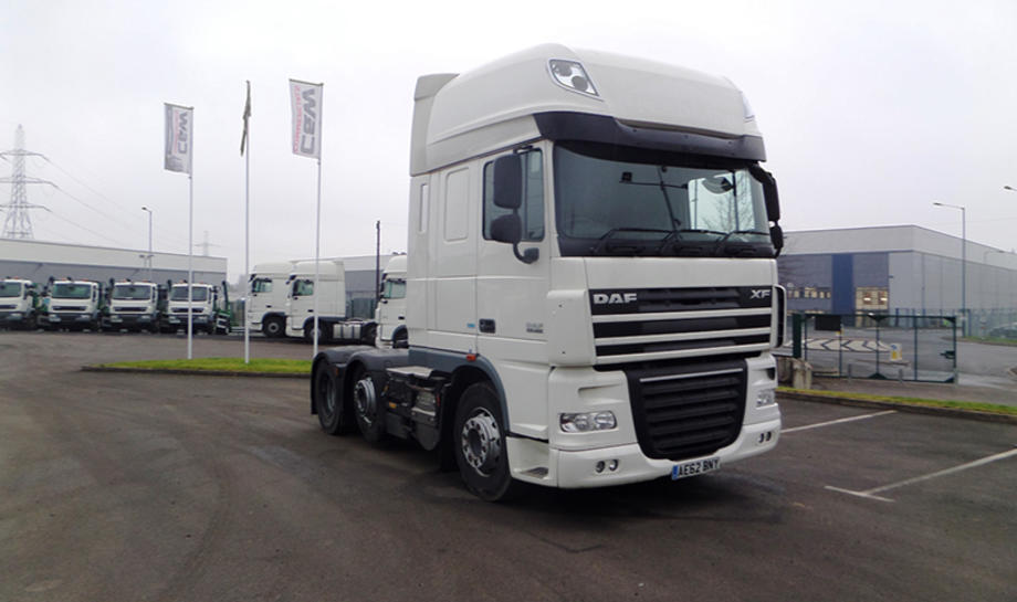 Used white DAF XF tractor unit