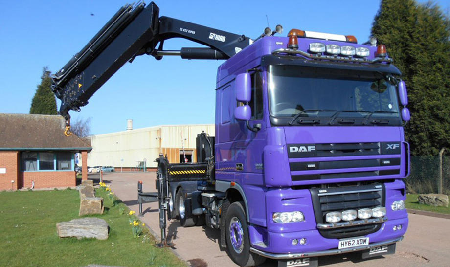 2012 Daf XF 105 6x2 rear-lift tractor unit with Space Cab.
