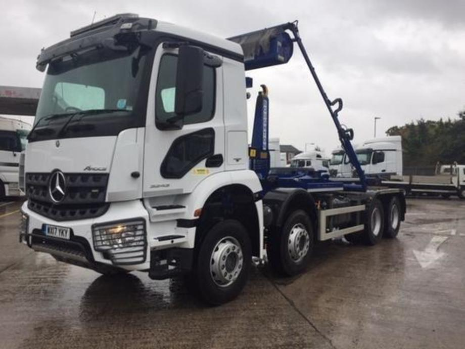 Mercedes-Benz Arocs skip loader