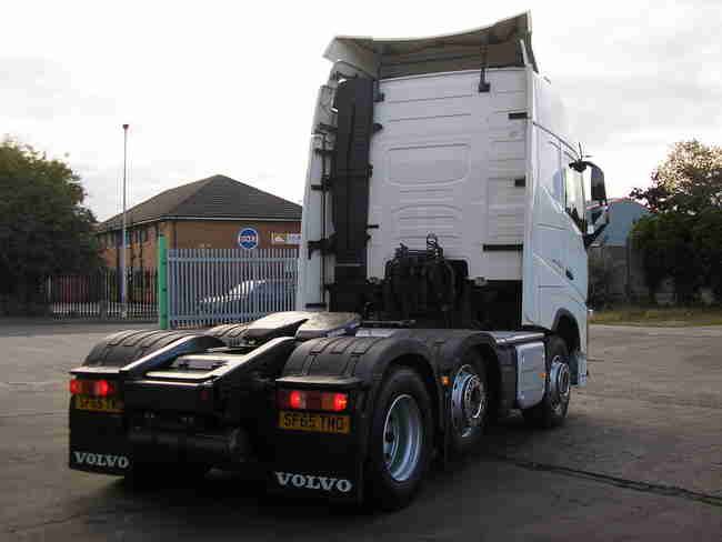 65 plate ('15) VOLVO FH13.460 (FH4) GLOBETROTTER 6x2 Mid-lift Tractor Unit