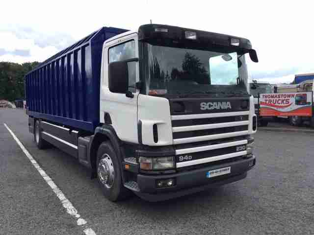 2005 SCANIA 94D-230 WITH 26 FT FARLOW CATTLE BODY